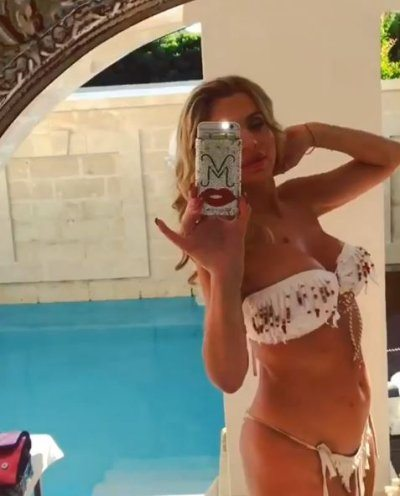 Valeria marini una sirenetta sexy in bikini spettacolose - Valeria allo specchio ...